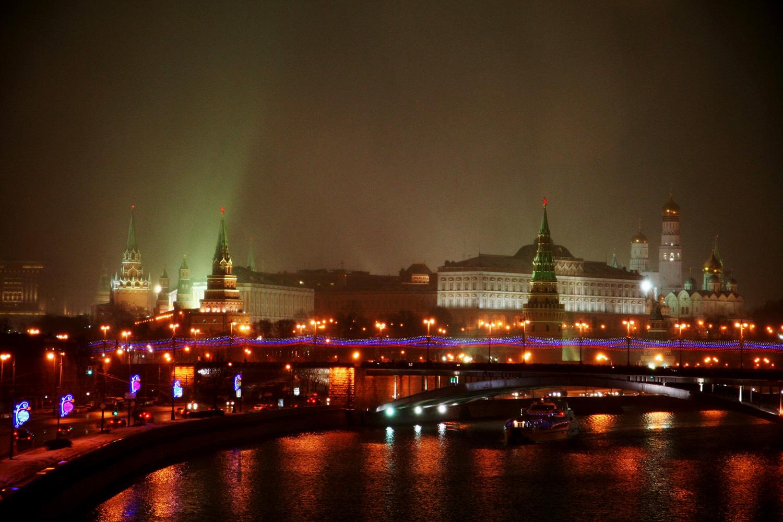 De skyline van Moskou vanaf de Moskva rivier