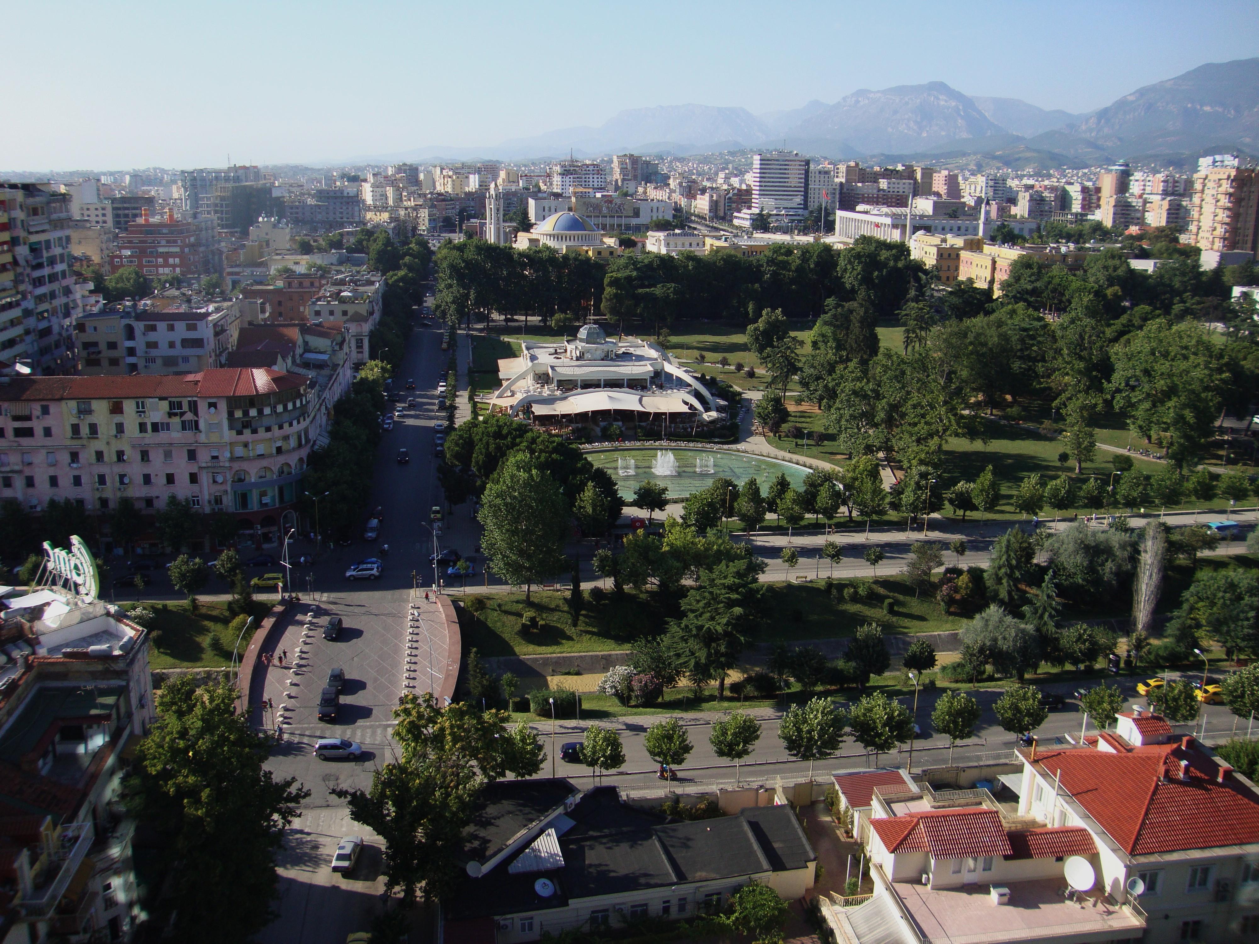 Uitzicht over Tirana vanaf de Sky Tower