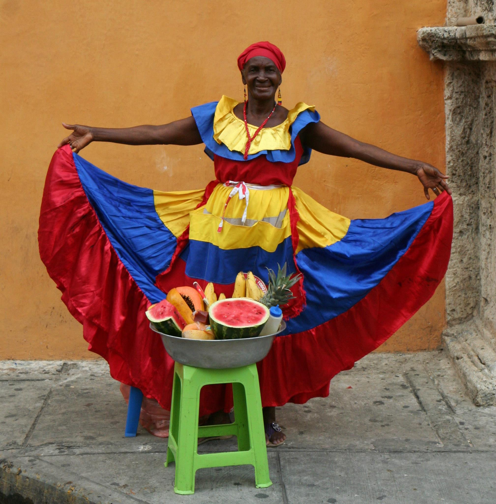 Fruitverkoopster op Plaza de Santo Domingo in Cartagena