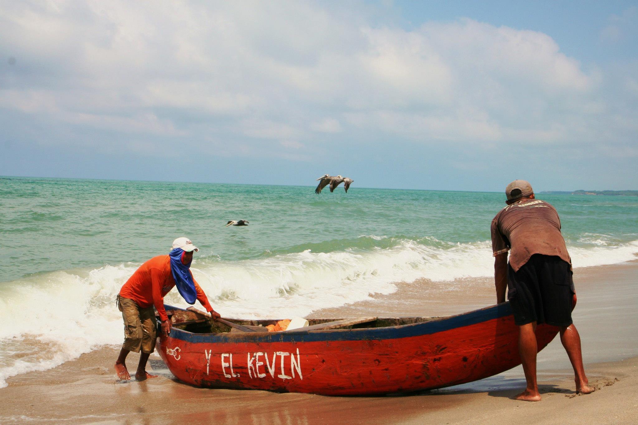 Vissers op het strand van Palomino, in Parque Tayrona
