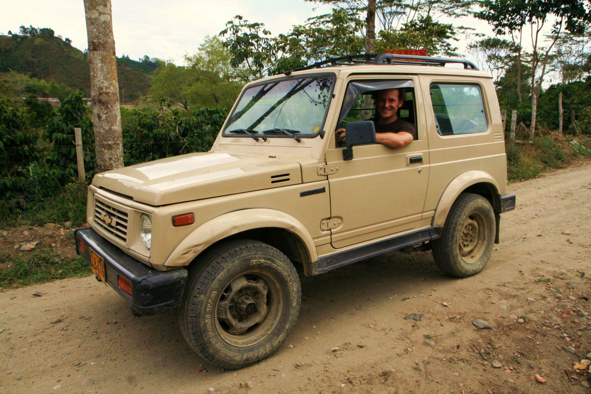 Met de jeep op weg naar koffieboer Don Elías