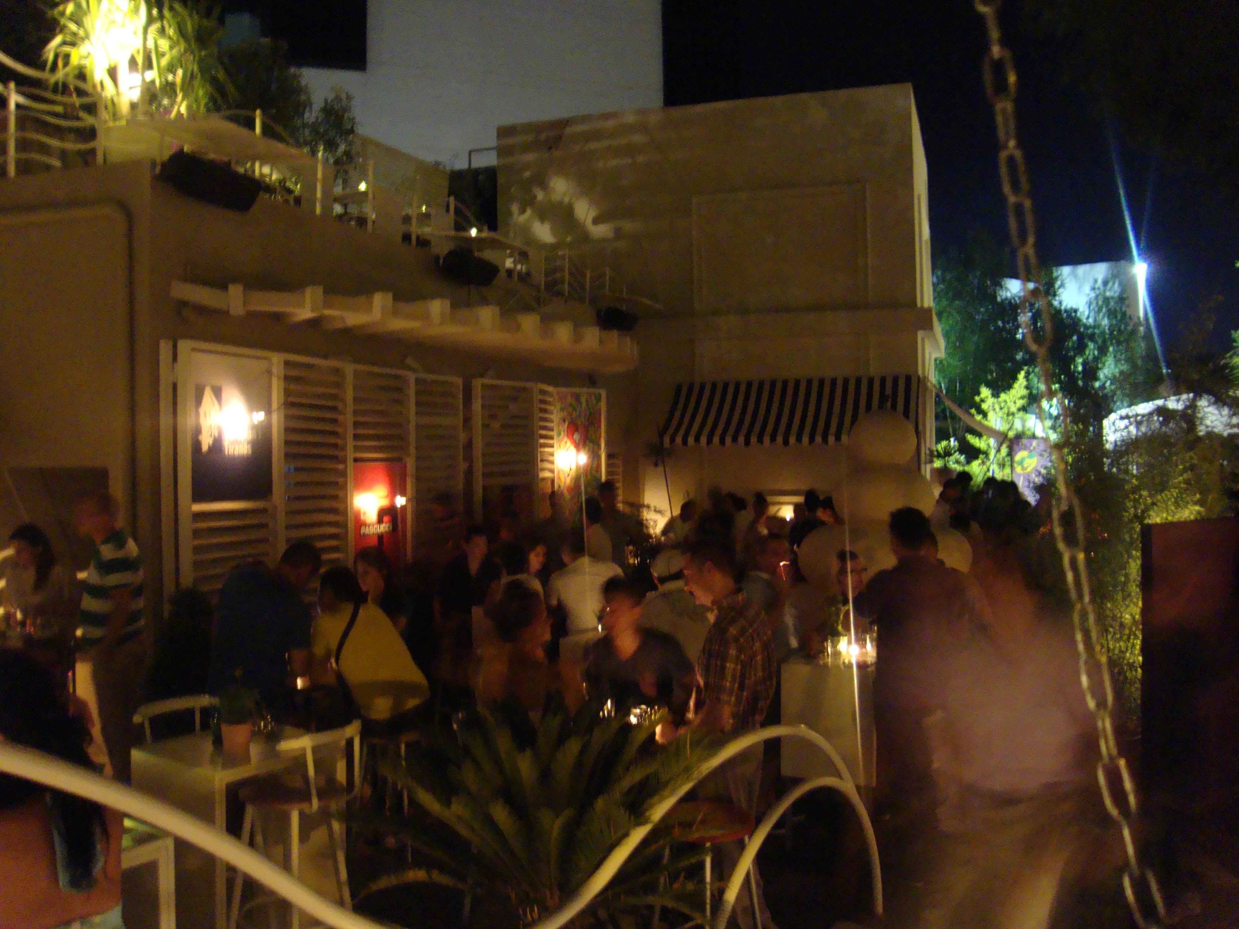 Een van de vele hippe nachtclubs in Tirana