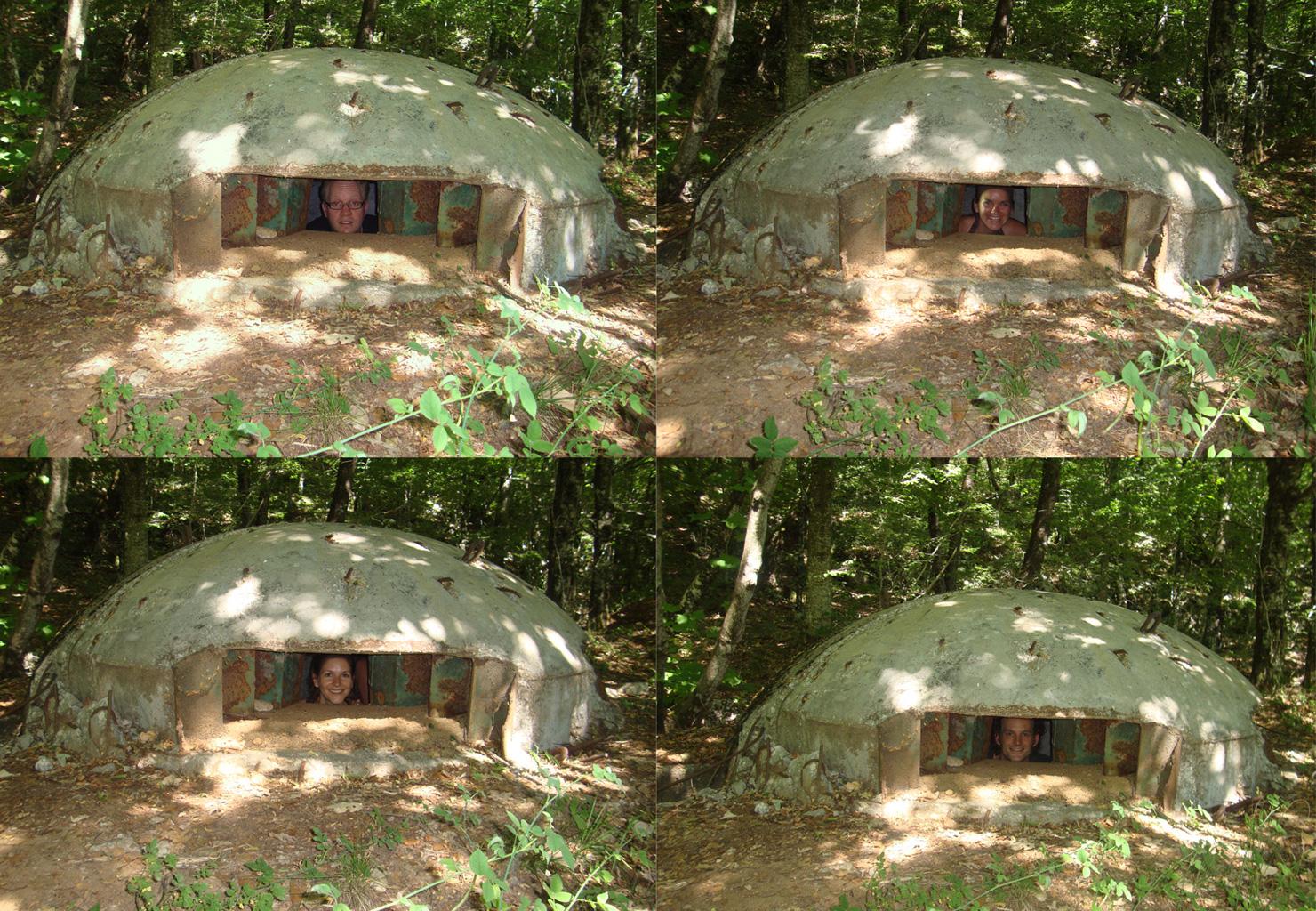 Bunkertjes op de berg ten oosten van Tirana