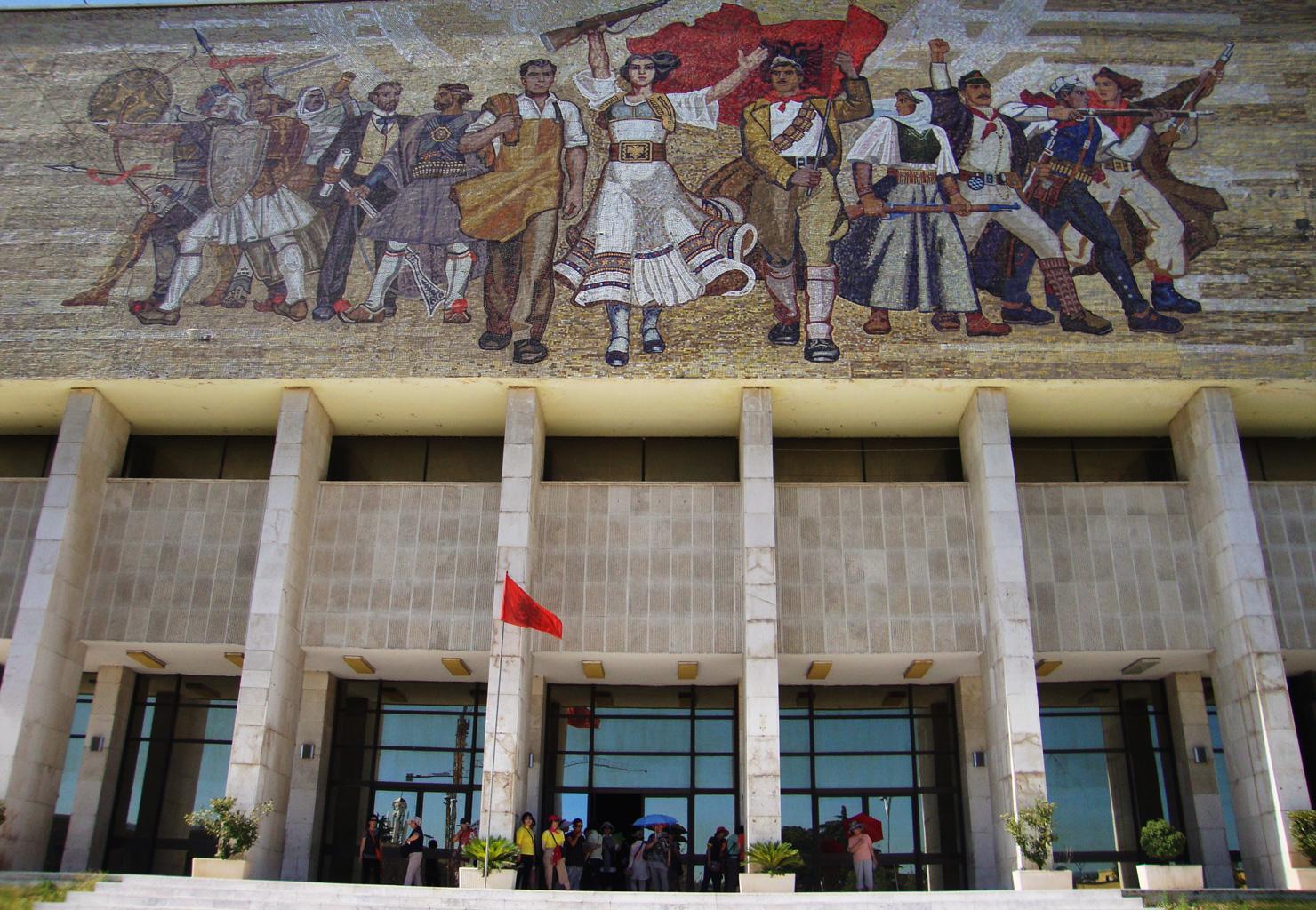 Het Nationaal historisch museum in Tirana