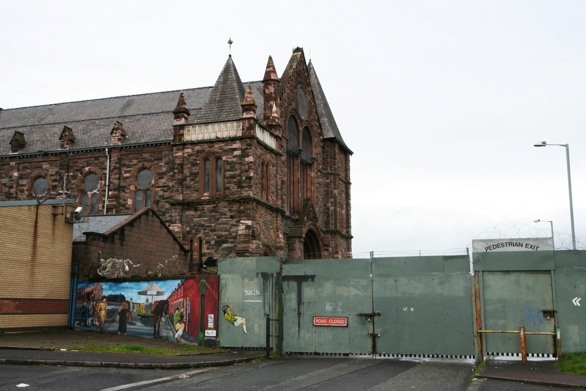 Scheidingsmuur tussen katholiek en protestants Belfast