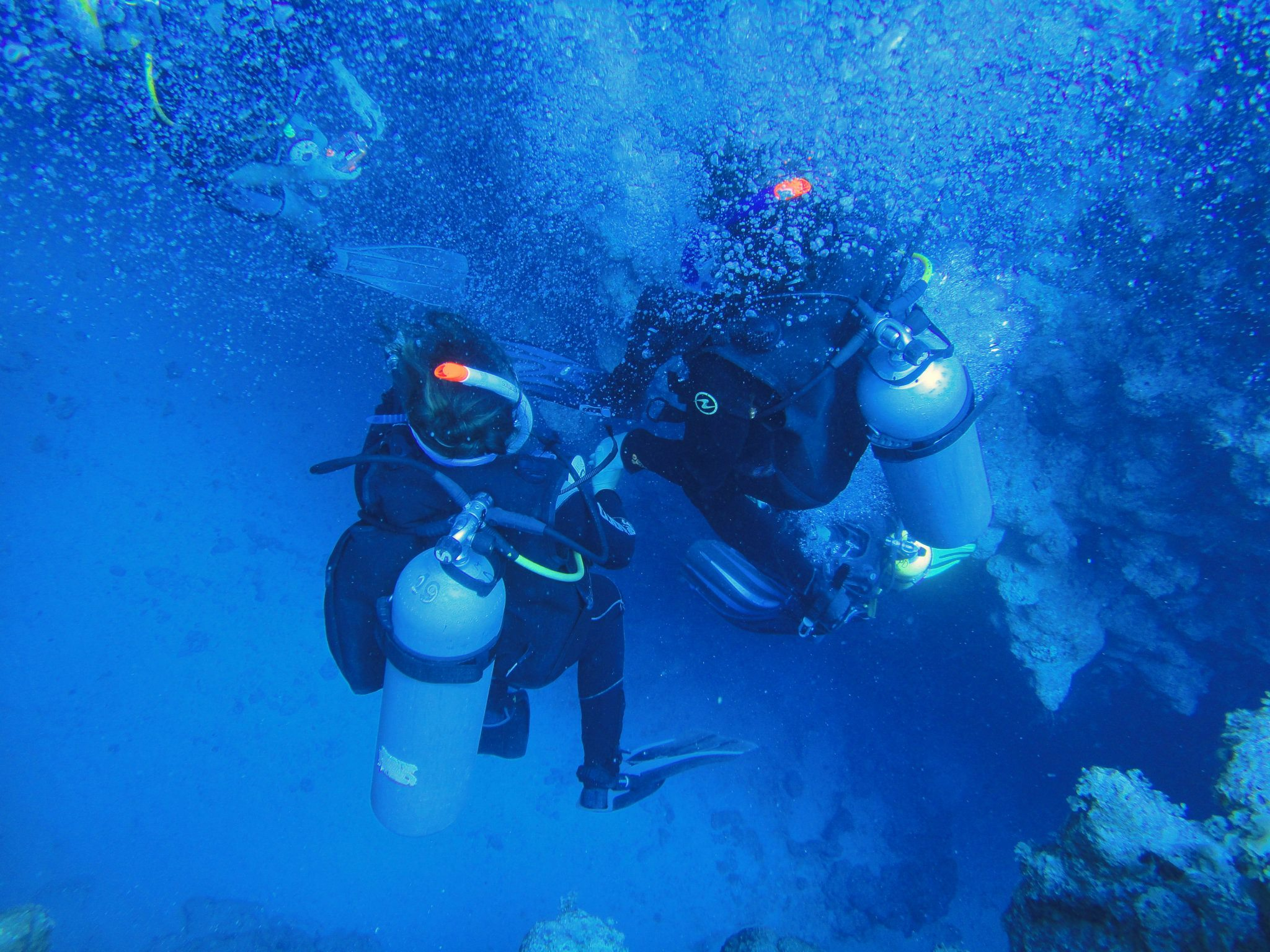 Afzakken in The Canyon in de buurt van de Blue Hole in Dahab