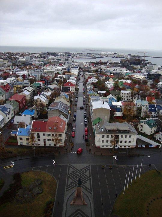 Zicht vanuit de top van de Hallgrimskirkja in Reykjavik