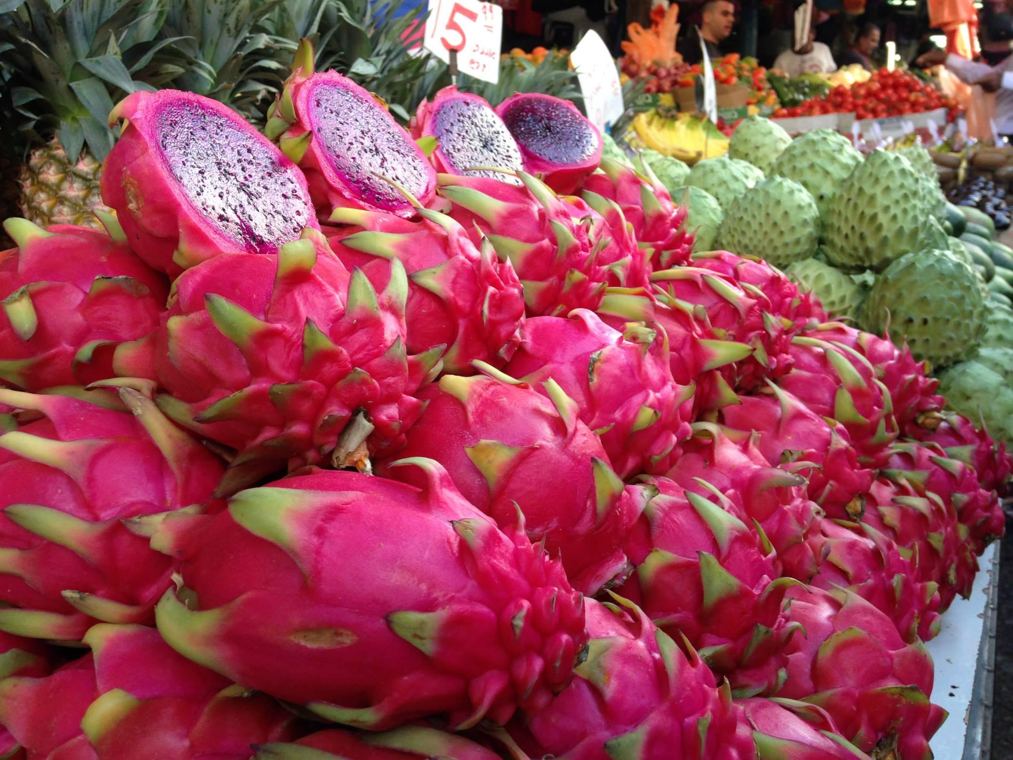 Pitaya-vruchten op een markt in Jeruzalem