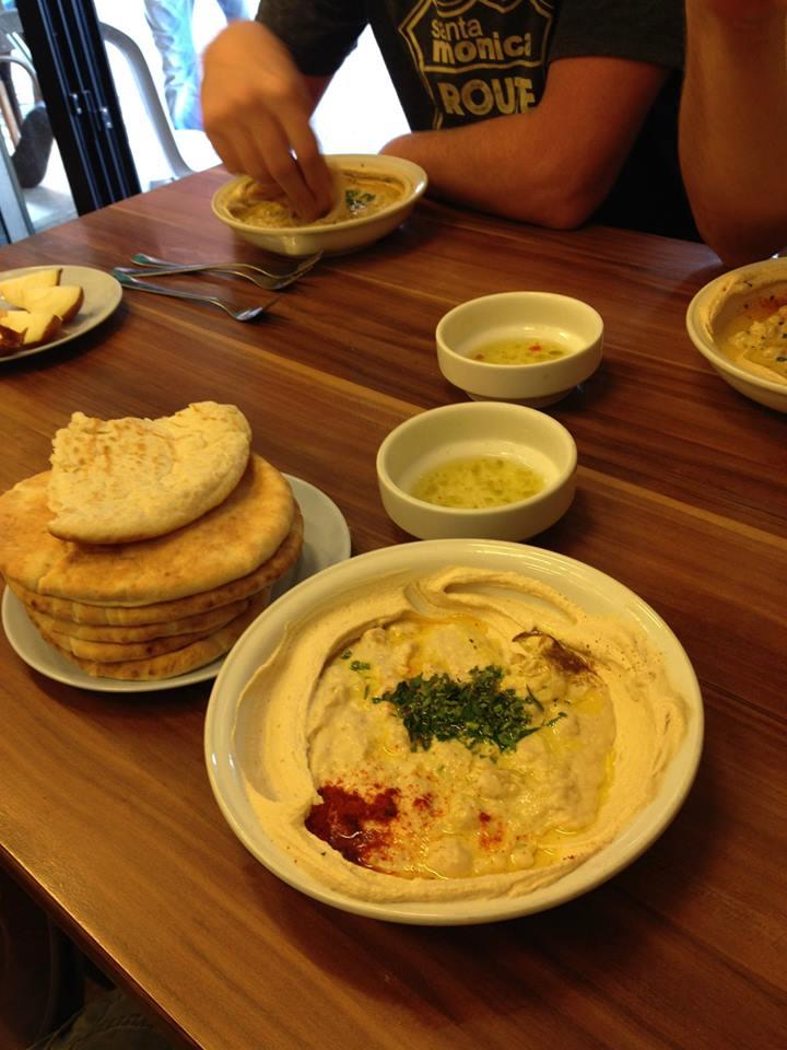 De beste houmous in Tel Aviv bij Ali Caravan