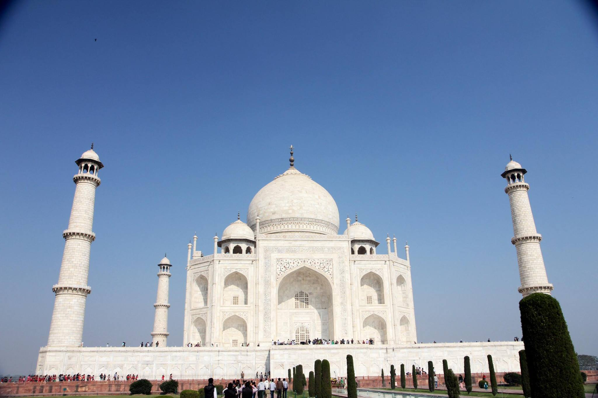 Vooraanzicht van de prachtige Taj Mahal in Agra