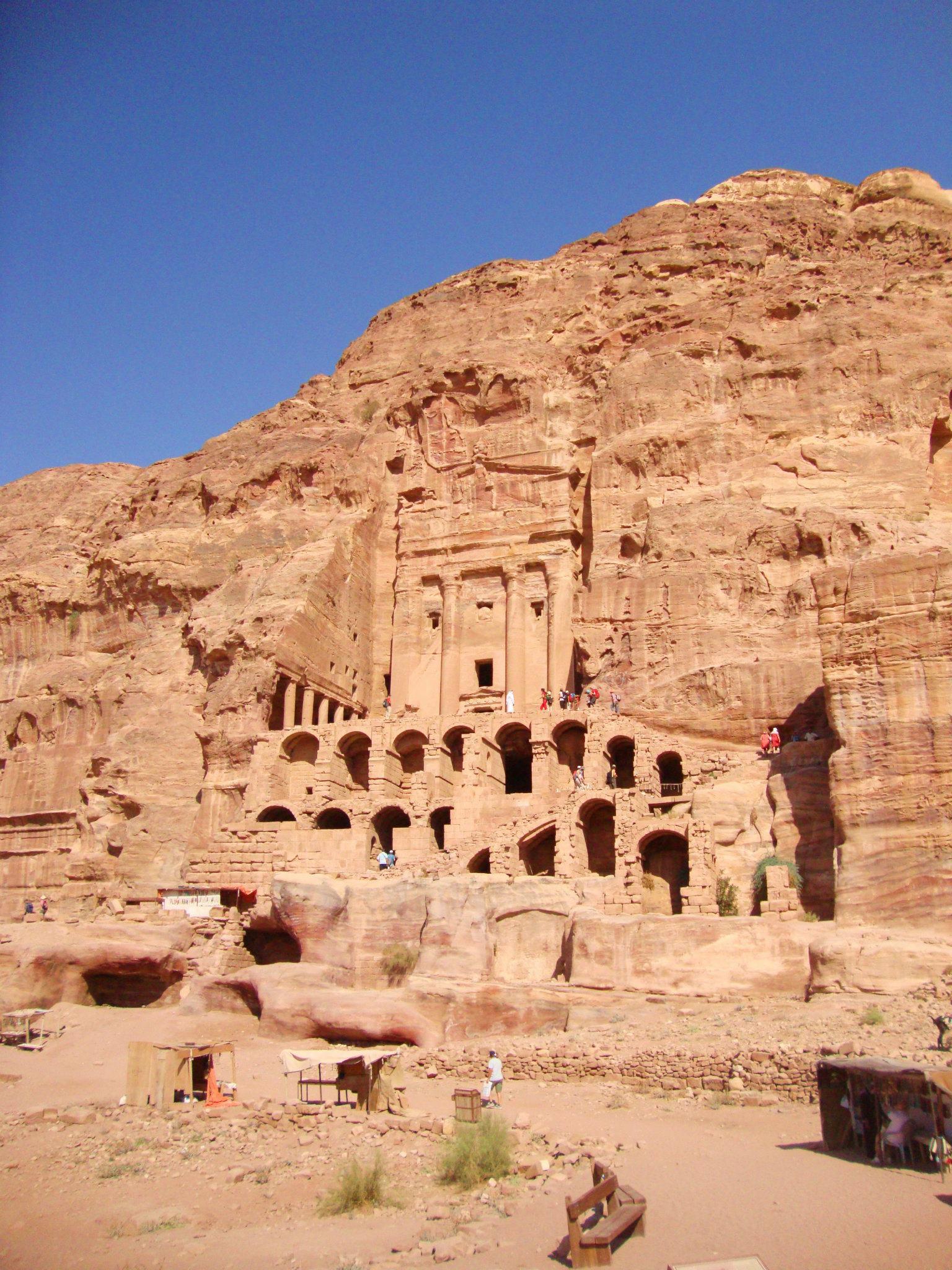 Oude rotswoningen in Petra