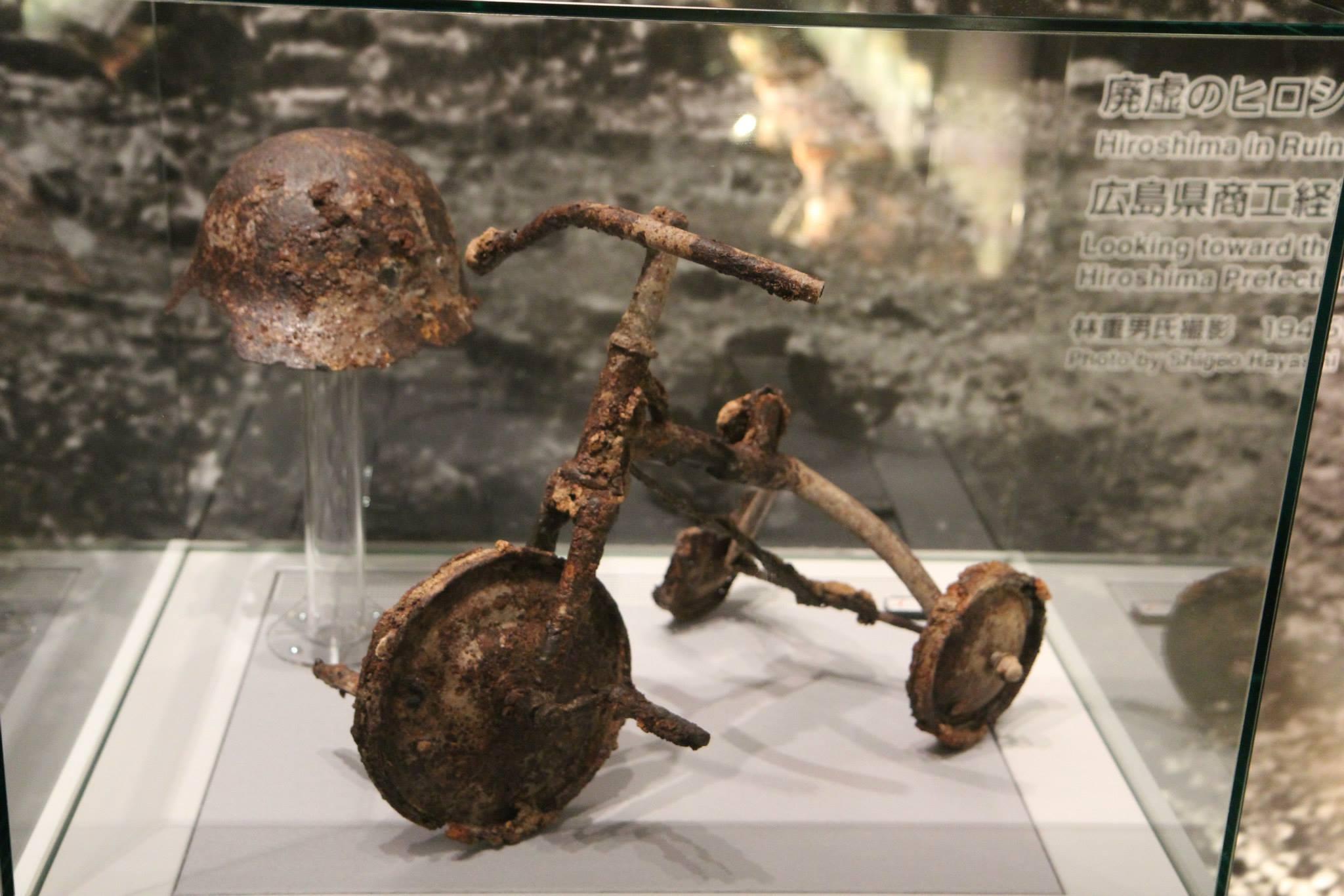 Een driewielertje in het Memorial Museum in Hiroshima