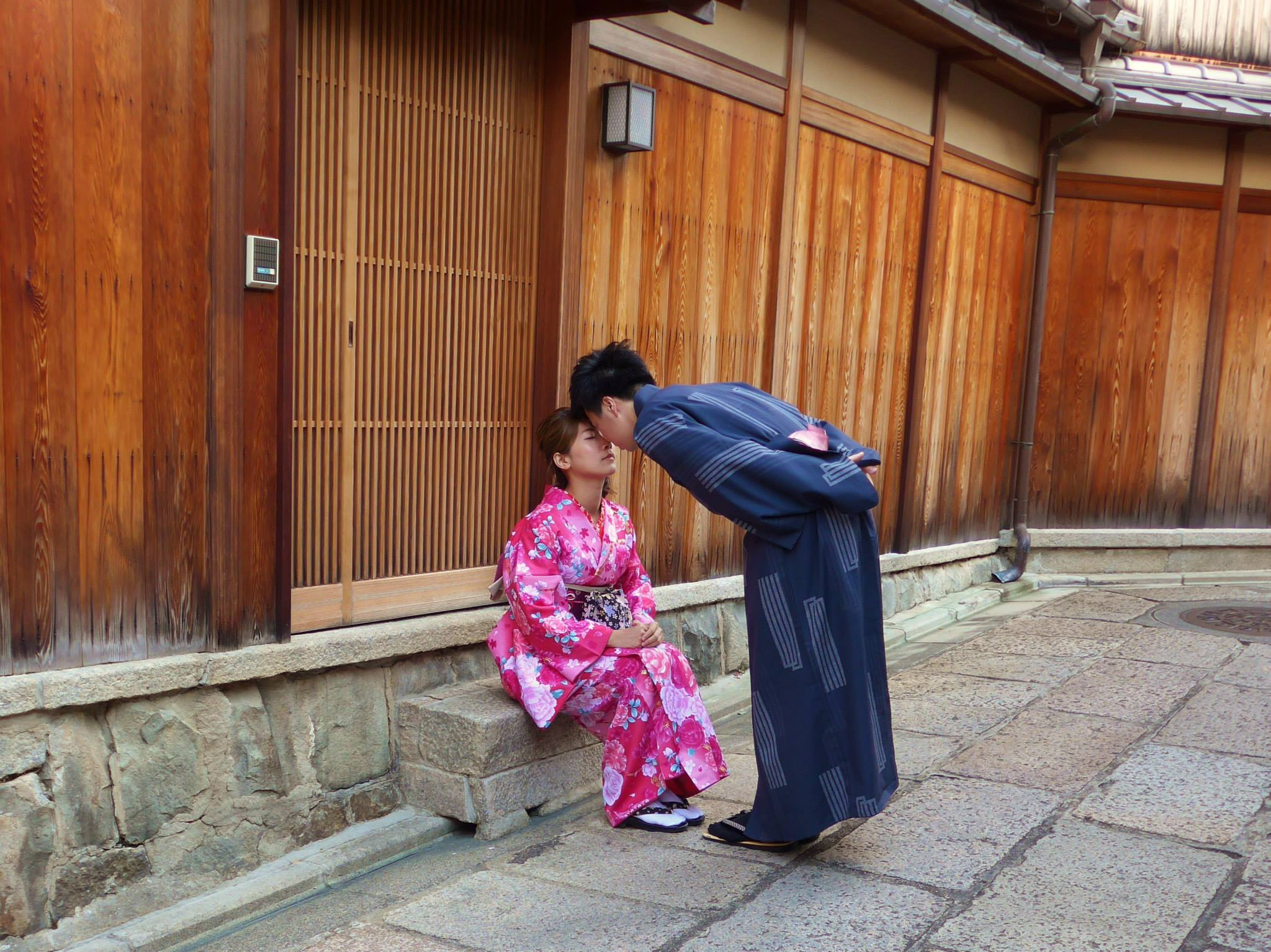 Romantiek in een klein steegje in Kyoto