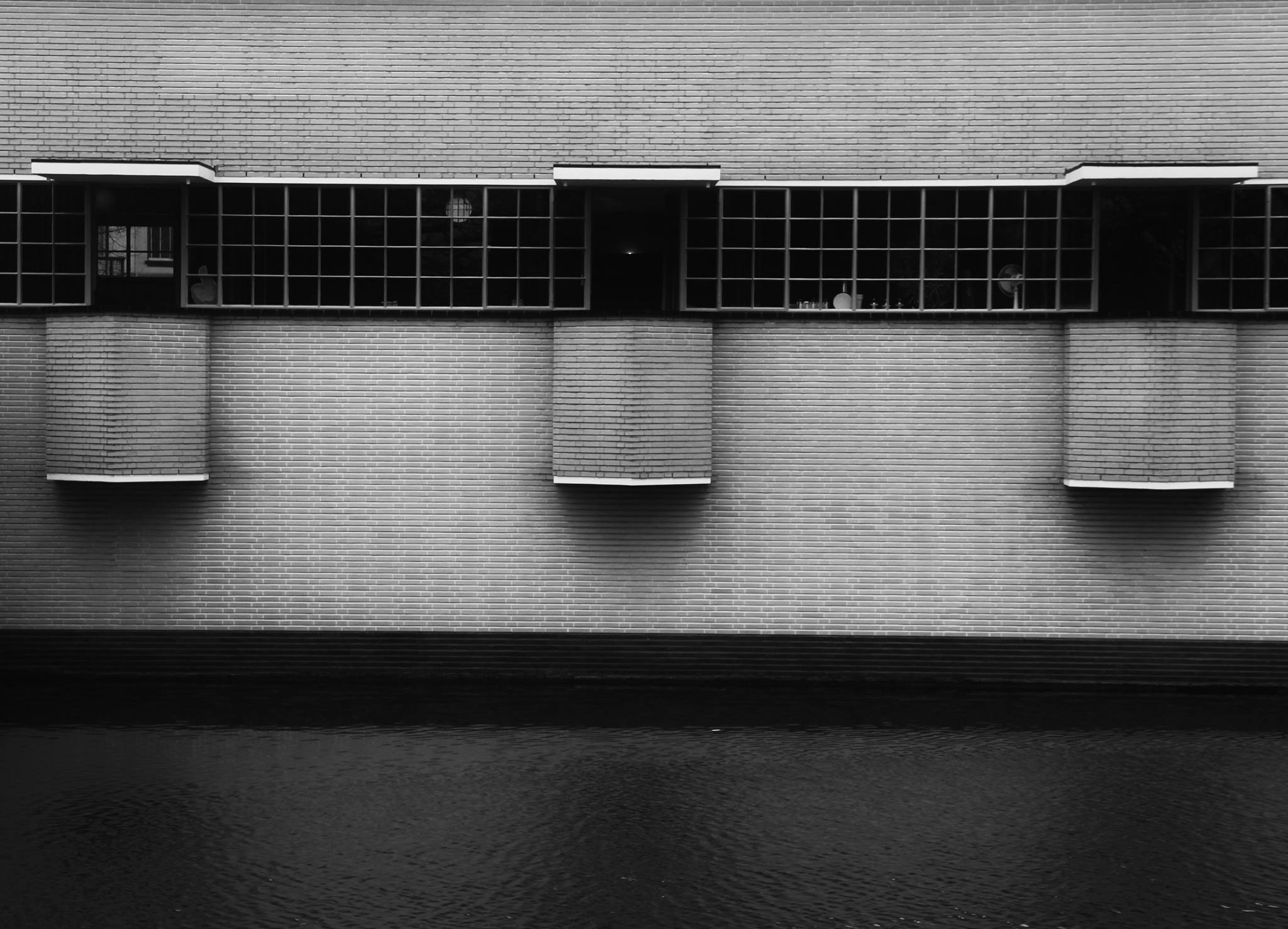 Werkkamers met erker in het door Dudok ontworpen raadshuis in Hilversum